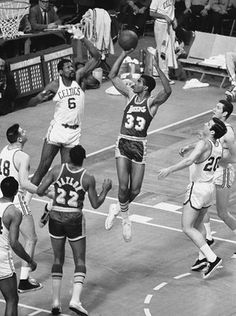 Bill Russell, Game 2 Against Los Angeles Lakers, Lakers/Celtics Cyo Basketball, Love And Basketball, Basketball Legends, Basketball Players, Celtics Basketball, Basketball History, Basketball Pictures, Basketball Hoop, Lakers Celtics