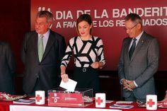 Su Majestad la Reina Letizia realiza un donativo a Cruz Roja Congreso de los Diputados. Madrid, 02.10.2015