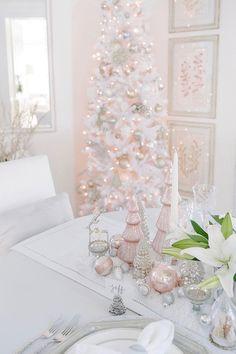 Shabby Chic Home Decor Christmas Mantels, Cozy Christmas, White Christmas, Christmas Bedroom, Victorian Christmas, Christmas Christmas, Vintage Christmas, Christmas Ideas, Christmas Ornaments