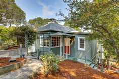 This inviting 4 bedroom home lives in Mill Valley, was built in 1905, and features expansive views. We love it. http://pacunion.us/330Ridgewood