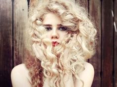 7 different ways to curl hair without heat!  I'm ALWAYS looking for non-heat ways to style my poor dried out hair!