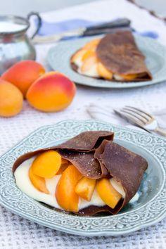 Crepes al cioccolato, albicocche, mascarpone