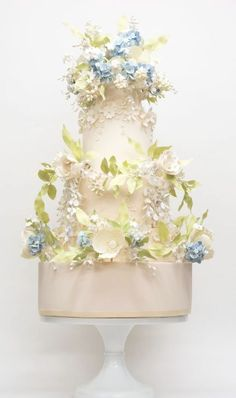Enchanting Wedding Anniversary Cake Ideas Inspirations You Must See Creative Wedding Cakes, White Wedding Cakes, Elegant Wedding Cakes, Beautiful Wedding Cakes, Gorgeous Cakes, Pretty Cakes, Creative Cakes, Amazing Cakes, Wedding Cake Decorations