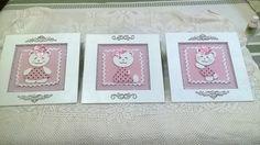 Trio de quadros em mdf, recorte a laser, revestiso em tecido, stass e pérolas, dando um toque de provençal.