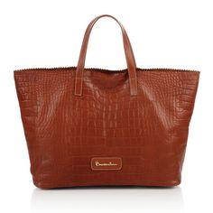#bag #Africa #braccialini #brown A smile for Africa. Parte del ricavato della vendita di queste borse verrà devoluto per la realizzazione di un pozzo artesiano in Etiopia.