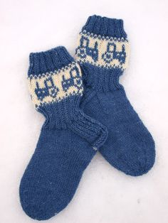 Very High Heels, Knitting Socks, Knit Socks, Knit Patterns, Mittens, Diy And Crafts, Projects To Try, Fashion Accessories, Sweaters