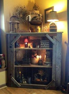 In love with this DIY Pallet and Chicken Wire corner shelf. In love with this DIY Pallet and Chicken Wire corner shelf. Primitive Furniture, Rustic Furniture, Diy Furniture, Furniture Plans, Bedroom Furniture, Primitive Cabinets, System Furniture, Western Furniture, Furniture Chairs