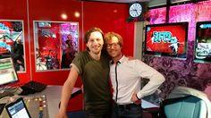 Bowe speelt met single Pretty Plain op 3FM in ochtendshow Giel Beelen.