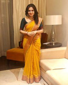 Twigged for its Curated Range of Flamboyant yet FineDrawn Handloom Sarees, Each sari is Handpicked as ASwornStatement to the Greatness of Weavers. Kerala Saree Blouse Designs, Cotton Saree Designs, Saree Blouse Neck Designs, Saree Blouse Patterns, Indian Beauty Saree, Indian Sarees, Pakistani Dresses, Saris, Sari Bluse