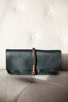 Dakota clutch/wallet (Jo for Mavenhaus Collective). Leather Purses, Leather Bag, Clutch Wallet, Pouch, Magic Bag, Briefcases, Beautiful Bags, Small Bags, Handbag Accessories