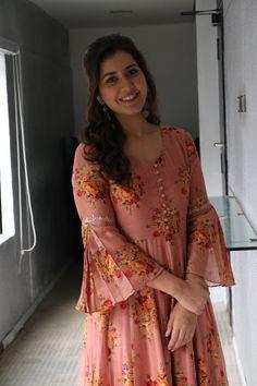 Raashi Khanna stills from Adanga Maru promotions - South Indian Actress Kids Blouse Designs, Saree Blouse Neck Designs, Kurta Designs Women, Kurti Neck Designs, Kurti Designs Party Wear, Dress Neck Designs, Sleeve Designs, Pakistani Fashion Party Wear, Pakistani Dress Design