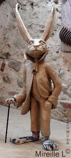Sculpture en papier maché de Monsieur lapin