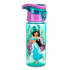 A whole new world of refreshments awaits! Our Princess Jasmine water bottle is made from BPA-free plastic, and features a hinged lid, a carry handle and gorgeous wraparound artwork. Yasmin Disney, Justice Gift Card, Disney Water Bottle, Disney Cups, Disney Frozen, Minnie Mouse Toys, Disney Princess Jasmine, Baby Doll Accessories, Barbie Toys
