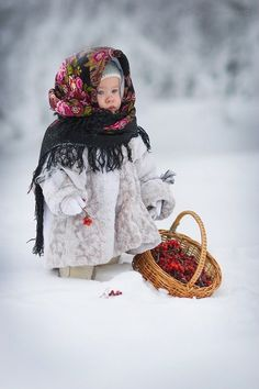 adorable petite princesse dans la neige