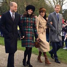 크리스마스 연휴는 끝났지만 현지 시간으로 25일 영국 왕실의 크리스마스는 좀 특별했답니다.결혼한 왕실 가족 구성원들만 참석할 수 있는 그들의 크리스마스 연례 행사에 지난 11월 약혼 발표를 한 매건 마크리가 예외적으로 함께 했으니까요. 크리스마스 당일 아침 교회에 참석하는 로얄 패밀리의 모습이 공개됐는데 두 왕자와 왕세손비 모두가 함께 포착된 것은 처음이라죠. 무엇보다 케이트 미들턴과 메건 마크리의 모자 패션과 훈훈한 우정 샷이 큰 화제를 모았답니다. @elleusa via ELLE KOREA MAGAZINE OFFICIAL INSTAGRAM - Fashion Campaigns  Haute Couture  Advertising  Editorial Photography  Magazine Cover Designs  Supermodels  Runway Models