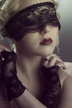 Masque de dentelle noire sexy / pseudo Blindfold par kvodesign