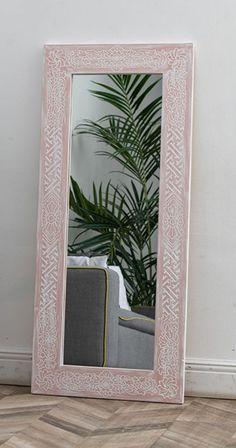 Пудровый розовый – очень нежный женский цвет, ощутите, сколько в нем чувственности. Мы разработали эту расцветку зеркала Mas специально для представительниц прекрасного пола. Скорее всего, ему место в девичей спальне, где можно пребывать в грезах, любоваться собой любимой в зеркале, обрамленном в сказочно красивую резную раму из натурального дерева. Oversized Mirror, Frame, Pink, Furniture, Home Decor, Picture Frame, Decoration Home, Room Decor, Home Furnishings