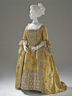 Robe à la Francaise, England, c. 1760. Yellow silk plain weave with weft-float patterning and silk with metallic-thread supplementary-weft patterning, and metallic lace.