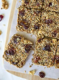 The best healthy granola bar recipe! No Bake Chia Bars made with peanut butter and honey Healthy No Bake Cookies, Healthy Treats, Healthy Baking, Baking Snacks, Granola Bar Recipe Easy, Healthy Granola Bars, Granola Bars Peanut Butter, Snack Recipes, Healthy Snack Recipes