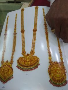 Jewellery designs Gold Chain Design, Gold Bangles Design, Gold Jewellery Design, Gold Temple Jewellery, Gold Wedding Jewelry, Antique Jewellery Designs, Antique Jewelry, Gold Haram Designs, Ear Chain
