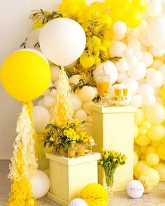 Yellow Balloons, Rainbow Balloons, Big Balloons, Flower Baby Showers, Baby Shower Deco, Baby Shower Fruit, Birthday Party Decorations For Adults, Adult Birthday Party, Balloon Garland