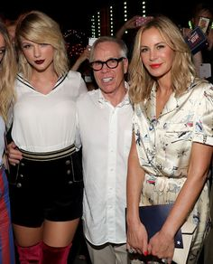 Taylor Swift Looks relax after Tom Hiddleston Breakup at #TOMMYNOW Womens Fashion Show at New York Fashion Week (September 9/2016) Taylor Swift and Martha Hunt were Looking up videos of kittens hugging each other probably. Looking up videos of kittens hugging each other probably. Una foto publicada por Taylor Swift (@taylorswift) el 9 de Sep de 2016 a la(s) 8:38 PDT 25 pictures inside....