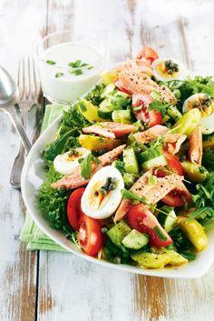 Savukalasalaatti ja yrttikastike - Salad with smoke salmon and herb dressing (Baking Salmon Salad) Clean Recipes, Wine Recipes, Salad Recipes, Healthy Recipes, Food N, Food And Drink, Smoked Salmon Salad, Appetizer Salads, Healthy Cooking