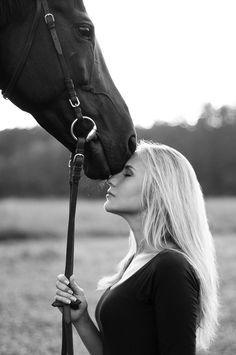 愛情たっぷり♡ 愛する気持ちは、 人間も、馬も同じ。 ジーンとくる。