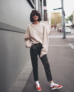 Street-style outfit ideas for wearing sneakers along with spring and summer clothes. Fashion Mode, Look Fashion, Teen Fashion, Winter Fashion, Fashion Outfits, Womens Fashion, Fashion Ideas, Laid Back Fashion, Fashion Styles
