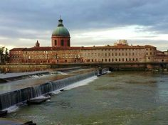 © Arielle Casa Modica (Toulouse par les Toulousains) Toulouse, Monuments, Ville Rose, Architecture, Taj Mahal, Building, Travel, History Websites, Arquitetura