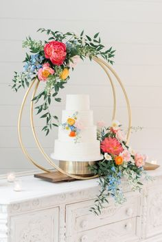 Floral hoop cake display from Icing on the Cake with Florals by Pomp&Bloom. Image by Christa Hitchcock Photography