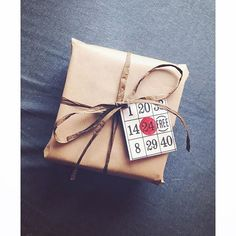 Hvorfor ikke bruke et gammalt bingobrett som gavelapp? Fler ideer til #gjenbruk til jul på storyen :) #marissjokoladefabrikk #diy #jul #innpakning #boligpluss_førjul Marie, Gift Wrapping, Photo And Video, Gifts, Instagram, Presents, Wrapping Gifts, Gifs, Gift Packaging