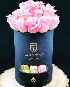 #pinkroses #freshroses #luxurybox #rosenbox #rosesbox #surprise #geschenkideen #justflowerch #justforyou Barware, Bucket, Just For You, Roses, Instagram, Pink, Rose, Buckets, Aquarius