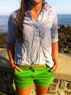 bright shorts and chambray shirt Bright Shorts, Green Shorts, Green Chinos, Green Pants, Short Outfits, Summer Outfits, Cute Outfits, Summer Shorts, Swagg
