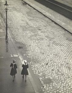 """solo-vintage: """" Die Straße / The Street, c. 1930 by Paul Freiberger [posted smaller a while back; Antique Photos, Vintage Photographs, Old Photos, Vintage Photos, People In Space, Street Photography, Portrait Photography, Retro, Arts Integration"""