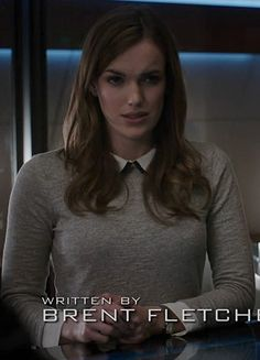 Jemma's grey sweater with white peter pan collar on Agents of SHIELD.  Outfit Details: http://wornontv.net/21162/ #AgentsofSHIELD