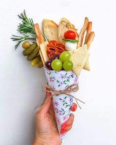Charcuterie Recipes, Charcuterie Platter, Charcuterie And Cheese Board, Cheese Boards, Appetizers For Kids, Appetizer Recipes, Party Appetizers, Halloween Appetizers, Individual Appetizers