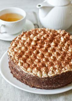 Разумеется, это нетот самый итальянский десерт. Это торт по его мотивам, с кремом на основе маскарпоне и сливок. Торт невероятно вкусный – даже я, в последнее время остывшая к выпечке, съела, кажется, куска три. Очень вкусно, правда Для пропитки используется крепкий кофе, разбавленный практически один к одному кофейным ликером. Если вы не употребляете алкоголь, вы […]