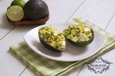 L'avocado ripieno è un'insalata fresca davvero molto saporita, la potrete servire quando desiderate portare in tavola un'alternativa alle solite insalate.