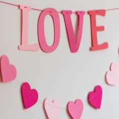 Felirat girland – LOVE paper word garland - LOVE Garland, Words, Paper, Projects, Pink, Decor, Dekoration, Blue Prints, Decoration