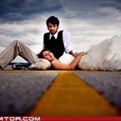 creative wedding pic setting #CreativeWeddingPhotography #WeddingPics
