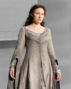 Helena Ravenclaw, nicknamed 'The Grey Lady', is portrayed here by Kelly Macdonald in Harry Potter and the Deathly Hallows: Part Harry Potter Halloween, Harry Potter Characters, Harry Potter World, Ghost Dresses, Grey Dresses, Kelly Macdonald, Lily Potter, Lady Grey, Ravenclaw