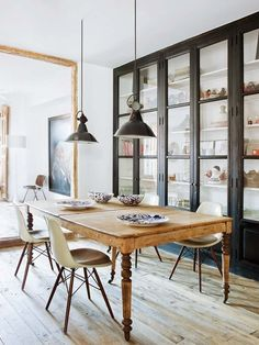 How to Make Your Old Furniture Look New Again. Refurbishing Furniture: Rustic dining room with vintage wood dining table and chairs Dining Table Chairs, Dining Room Furniture, Home Furniture, Dining Rooms, Dining Area, Furniture Design, Salon Interior Design, Style Deco, Refurbished Furniture