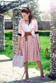Polka dots and pinkish hues - what's not to love? Skirt Outfits, Dress Skirt, Classic Looks, Spring Outfits, Ideias Fashion, Style Me, Polka Dots, Feminine, Style Inspiration