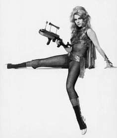 Jane Fonda - Barbarella, 1968. Donna Sagittario, la donna che punta in alto. http://www.sperling.it/scheda/978882005445