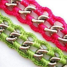 Maybe for purse handles.great idea from previous pinner :) I like! Inspiration crochet around chain Crochet Chain, Crochet Bracelet, Crochet Purses, Crochet Stitches, Knit Crochet, Crochet Patterns, Crochet Jewellery, Purse Patterns, Crochet Bags