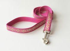 einfache Hundeleine in pink mit beigen Muster. Ab 12,00 € im Shop erhältlich http://leinenspezi.de/shop/#h=1464-1397503266866