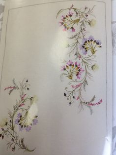 This Pin was discovered by Kad Floral Embroidery Patterns, Embroidery Suits, Hand Embroidery Designs, Beaded Embroidery, Embroidery Stitches, Machine Embroidery, Brazilian Embroidery, Motif Floral, Cutwork