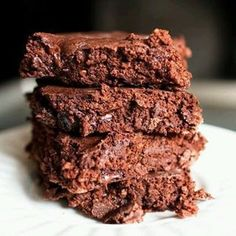 Low calorie brownies: 37 calorie brownies cup nonfat greek yogurt cup skim milk cup Cocoa powder cup Old fashioned rolled oats (like Quaker) cup Truvia (or any natural/stevia based sweetener that pours like sugar) 1 egg 1 teaspoon baki. Desserts Pauvres En Calories, Low Calorie Desserts, No Calorie Foods, Low Calorie Recipes, Low Calories, Low Calorie Baking, Low Calorie Cake, Low Calorie Cookies, Guilt Free Desserts