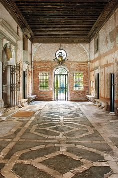 The fashionable life: Inside Attilio Codognato's breathtaking Italian palazzo: the 16th century courtyard.
